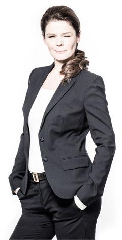 Tinka Kleffner im Anzug berichtet über Sprache